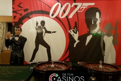 tn_James Bond Backdroop & Statue
